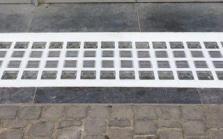 kelderdeksel in glastegels   chassis de cave briques de verre