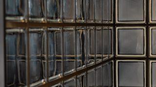 Douchewand met glazen bouwstenen zwart 30%